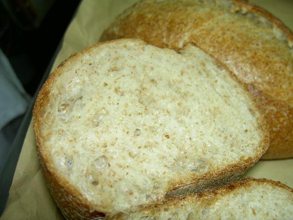 全麥麵包氣孔-漂亮