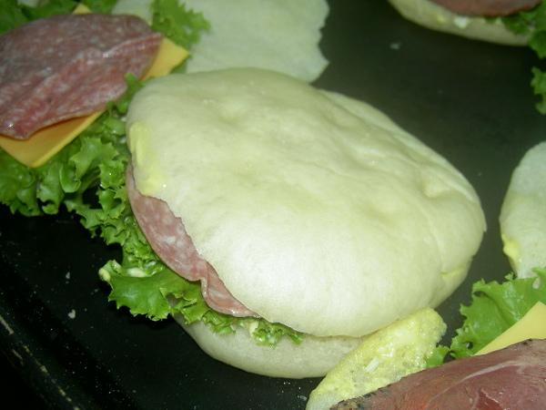 沙拉米三明治完成版