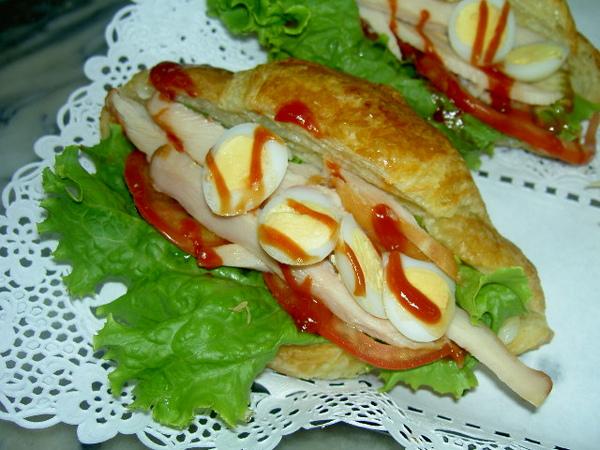 火腿可頌三明治