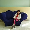 026.艾美酒店大廳的造型沙發.JPG
