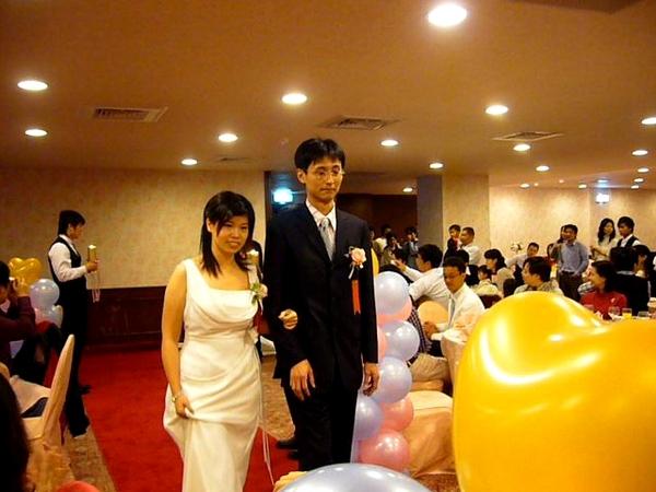 第一次走紅毯很緊張的伴娘