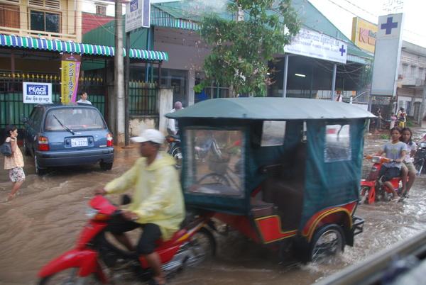 路邊開始積水