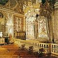 763px-Versailles_Queen's_Chamber.jpg