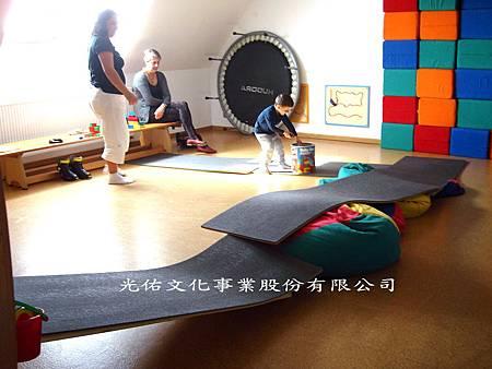 德國私立特殊1教育基金會提供的治療教室(五)感覺統合療室