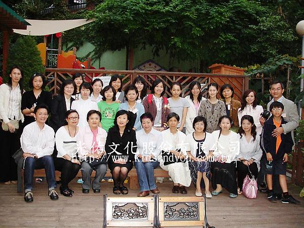 2007年9月韓國幼教參訪合影.jpg