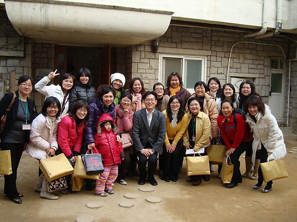 2010年3月27日參訪韓國華德福教育幼稚園合影.JPG