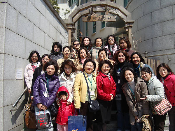 2010年3月27日韓國參訪著名大學附屬幼稚園合影.JPG