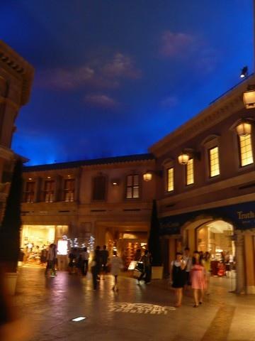 天花板會隨時間變化的維納斯廣場