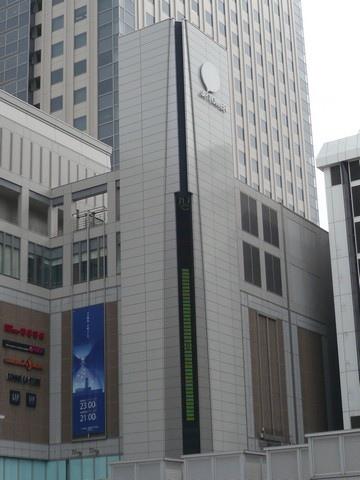 札幌車站前的溫度計21.6度