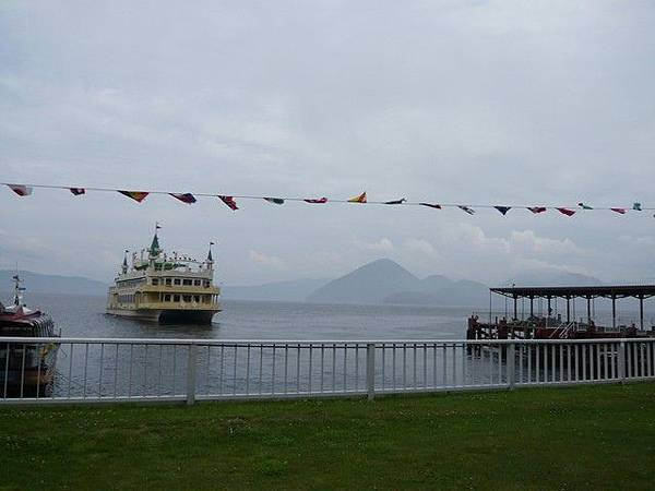旅行船搭的觀光船