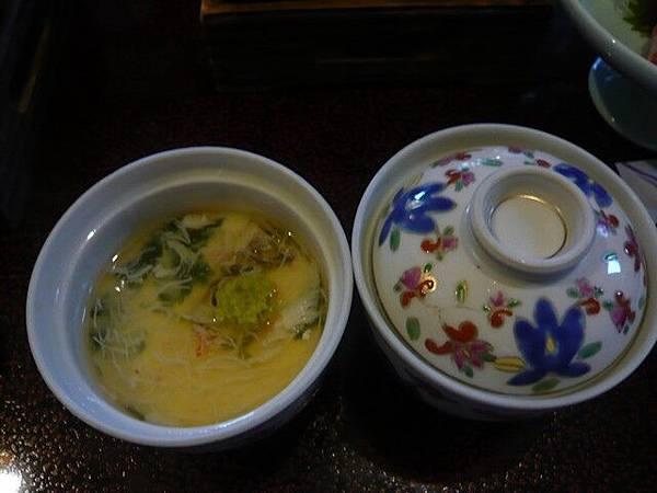 茶碗蒸,上面勾芡,裡面料很豐富,蛋很滑嫩