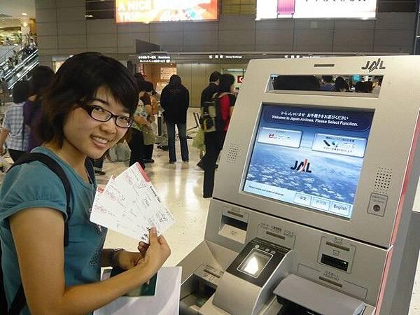 機場日航劃位全自動,超級方便,還可以選位子