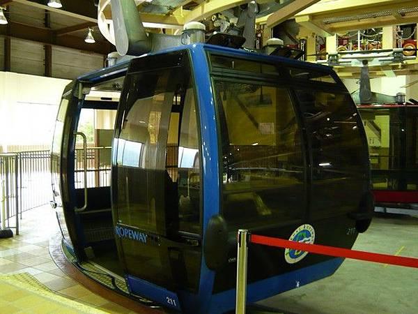 我們要搭的空中纜車,雖然我沒搭過貓纜,不過聽說這個大一點