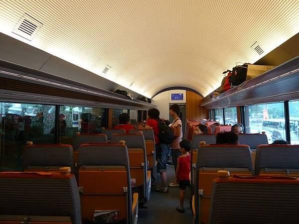 車廂內相當寬敞,座椅很舒服