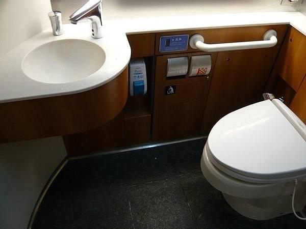 大廁所,附有免治馬桶