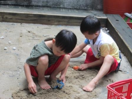 0902小幼班玩沙.JPG