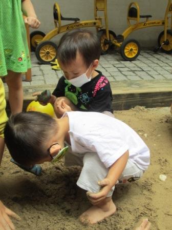 0902小幼班玩沙 (3).JPG