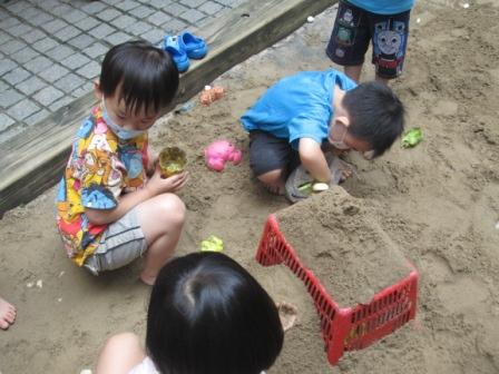 0902小幼班玩沙 (4).JPG