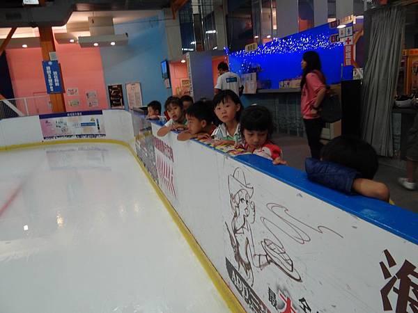 調整大小20130911北極熊滑冰世界 001.JPG