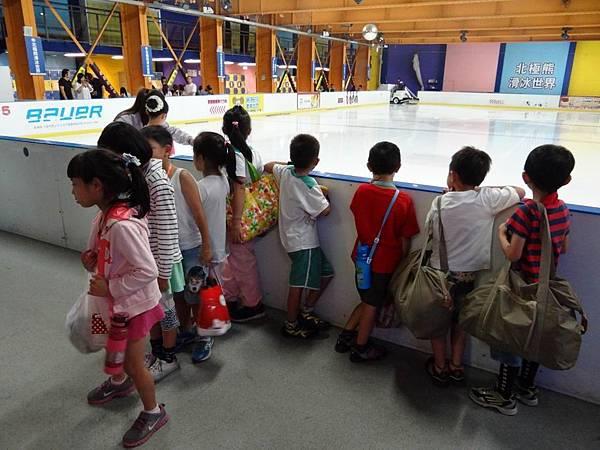 調整大小20130911北極熊滑冰世界 002.JPG