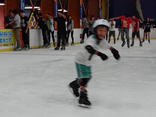 調整大小20130911北極熊滑冰世界 004.JPG