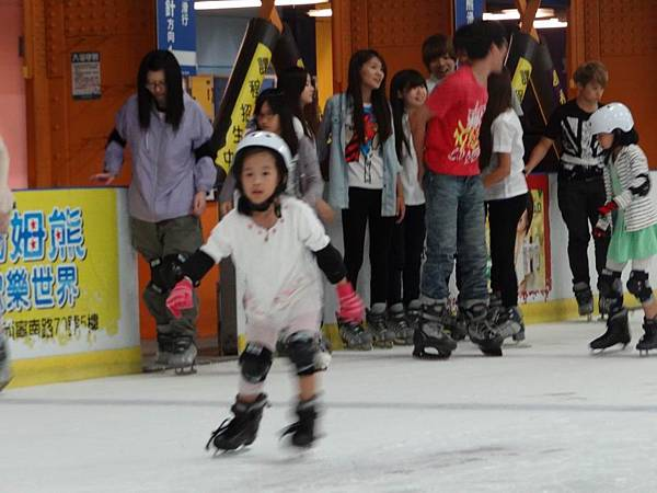 調整大小20130911北極熊滑冰世界 006.JPG