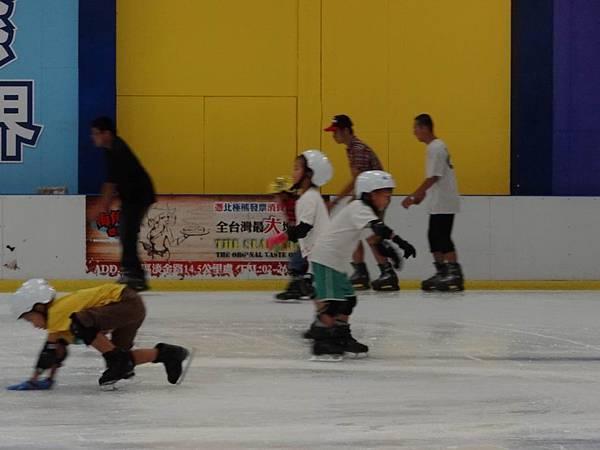 調整大小20130911北極熊滑冰世界 010.JPG