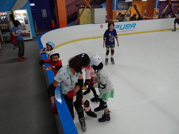 調整大小20130911北極熊滑冰世界 012.JPG