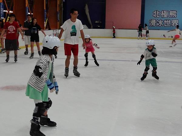 調整大小20130911北極熊滑冰世界 013.JPG