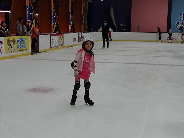 調整大小20130911北極熊滑冰世界 014.JPG