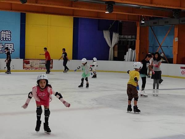 調整大小20130911北極熊滑冰世界 021.JPG