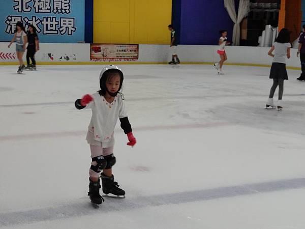調整大小20130911北極熊滑冰世界 023.JPG