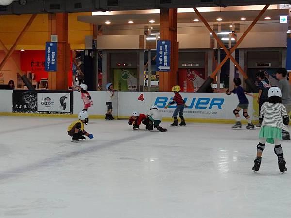 調整大小20130911北極熊滑冰世界 025.JPG