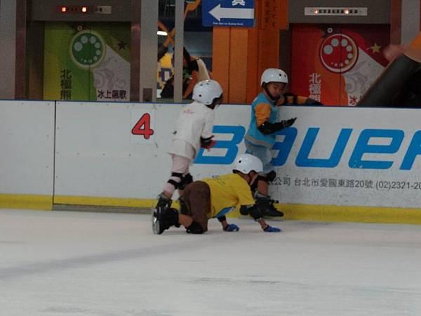 調整大小20130911北極熊滑冰世界 027.JPG
