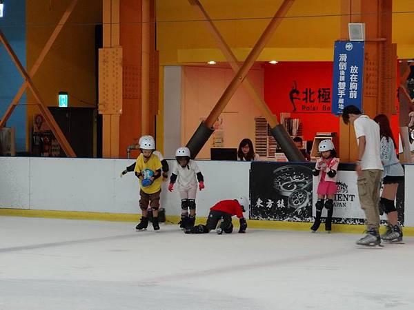 調整大小20130911北極熊滑冰世界 033.JPG