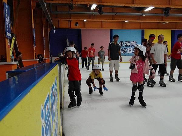 調整大小20130911北極熊滑冰世界 037.JPG