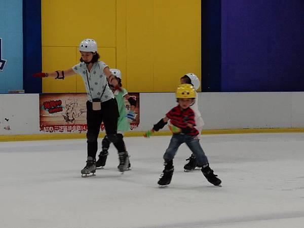 調整大小20130911北極熊滑冰世界 038.JPG