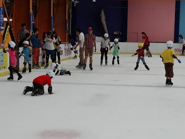 調整大小20130911北極熊滑冰世界 039.JPG