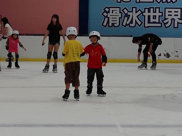 調整大小20130911北極熊滑冰世界 042.JPG