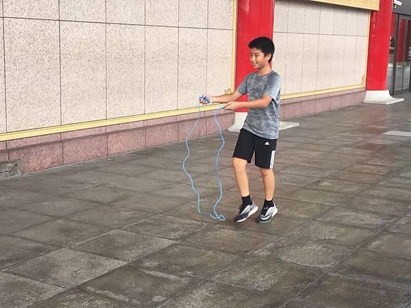 20180611 戲劇院折返跑與年級數跳繩 002.jpg