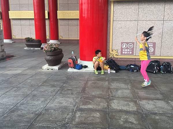 20180611 戲劇院折返跑與年級數跳繩 004.jpg