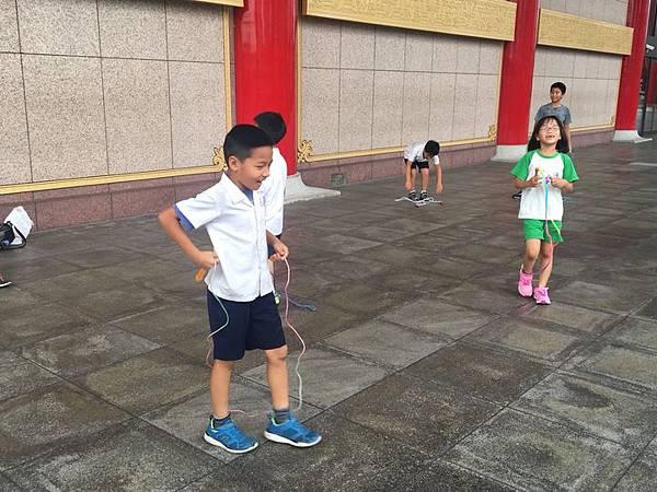 20180611 戲劇院折返跑與年級數跳繩 006.jpg