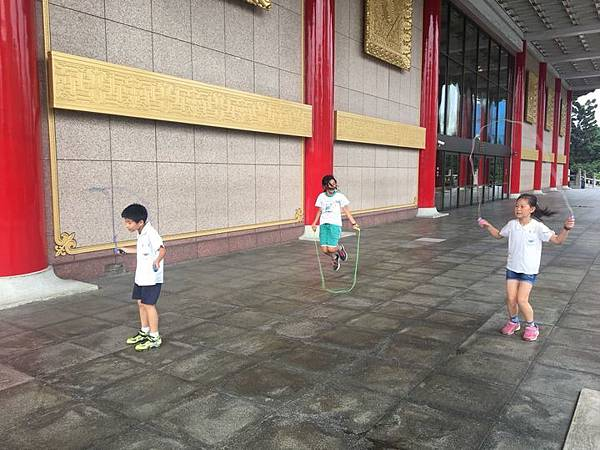 20180611 戲劇院折返跑與年級數跳繩 011.jpg