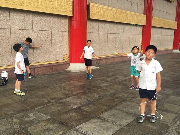 20180611 戲劇院折返跑與年級數跳繩 008.jpg