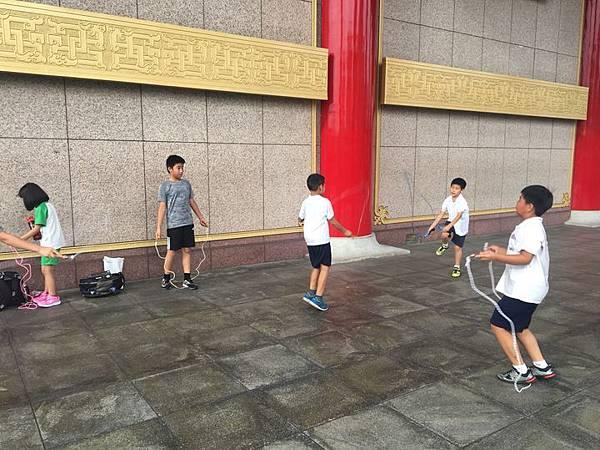 20180611 戲劇院折返跑與年級數跳繩 009.jpg