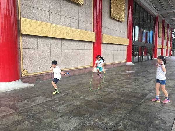 20180611 戲劇院折返跑與年級數跳繩 012.jpg