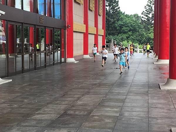 20180611 戲劇院折返跑與年級數跳繩 027.jpg