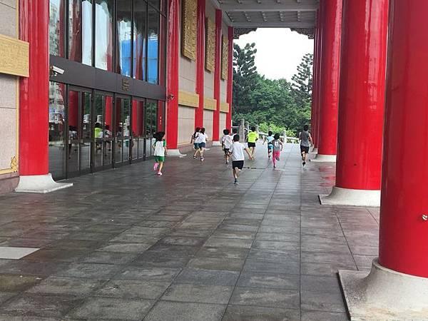 20180611 戲劇院折返跑與年級數跳繩 029.jpg