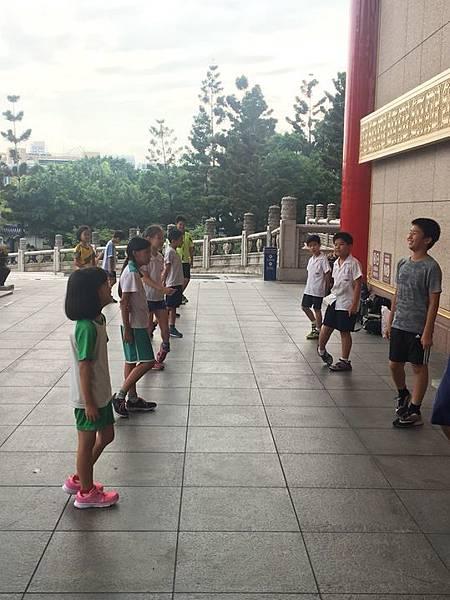 20180611 戲劇院折返跑與年級數跳繩 042.jpg