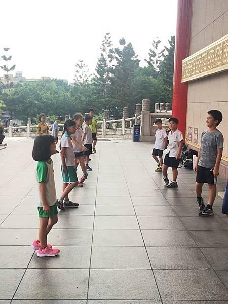 20180611 戲劇院折返跑與年級數跳繩 045.jpg
